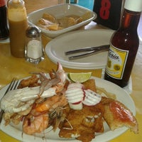 Photo taken at Mariscos Juan Chinchoncha by Guille A. on 10/27/2012