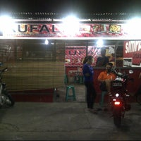 Photo taken at Naufal Fried Chicken And Burger Crispy by Rei Khyie K. on 6/25/2013