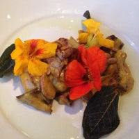 Photo prise au Cafe Flora par Richard W. le10/4/2012