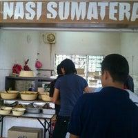 Photo taken at Nasi sumatera by Abdul Razak S. on 11/16/2012