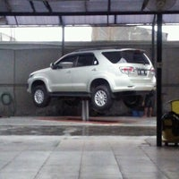 Photo taken at Jet Wash Auto Detailing by Fajri on 12/13/2012