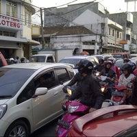 Photo taken at Jalan Otto Iskandardinata by Muhammad Raditio Jati U. on 7/20/2013