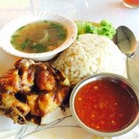 Foto diambil di kak e restoran oleh shahida e. pada 8/15/2015