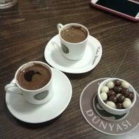 11/8/2012 tarihinde Pınar Ç.ziyaretçi tarafından Kahve Dünyası'de çekilen fotoğraf