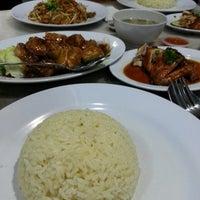 Photo taken at Ipoh Hainan Chicken Rice by Bunga N. on 3/8/2013