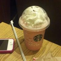 Photo taken at Starbucks by Lia S. on 11/29/2013