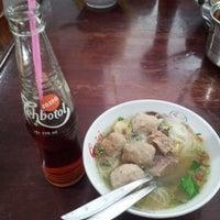 """รูปภาพถ่ายที่ Pondok Baso Sapi """"Pak Kumis"""" โดย Kay A. เมื่อ 11/23/2013"""