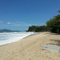 Photo taken at Praia Vermelha do Centro by Marcio R. on 9/30/2012
