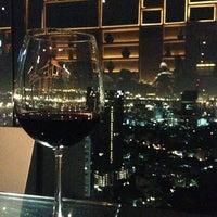 Foto scattata a Octave Rooftop Lounge & Bar da Luna il 7/10/2013