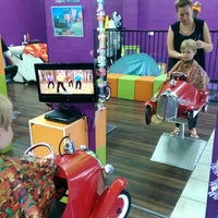 Photo taken at Ziggety Snippets Salon For Kids by Berry D. on 5/31/2014