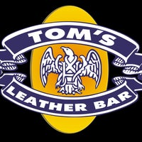 Foto tomada en TOM'S Leather Bar  por TOM'S Leather Bar el 10/28/2013