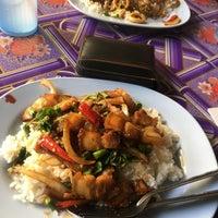 Photo taken at ป้าสำรวย อาหารตามสั่ง by Getzens J. on 3/8/2017