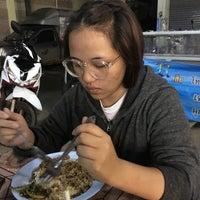 Photo taken at ป้าสำรวย อาหารตามสั่ง by Getzens J. on 11/11/2016