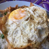 Photo taken at ป้าสำรวย อาหารตามสั่ง by Getzens J. on 11/5/2016