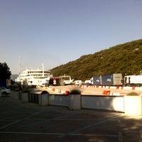 Das Foto wurde bei Trajektno pristanište Valbiska von Thin W. am 7/24/2013 aufgenommen