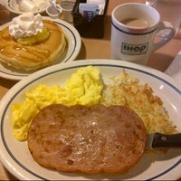 Photo taken at IHOP by Raquel A. on 11/12/2013