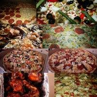 9/11/2015 tarihinde Tutto Pizzasziyaretçi tarafından Tutto Pizzas'de çekilen fotoğraf