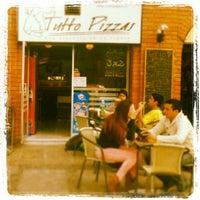 9/6/2013 tarihinde Tutto Pizzasziyaretçi tarafından Tutto Pizzas'de çekilen fotoğraf