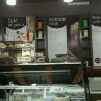 Photo taken at Café Bola de Oro by Rod C. on 10/13/2012