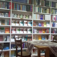 Photo taken at Aftab Café | کافه کتاب آفتاب by Narges A. on 8/23/2016