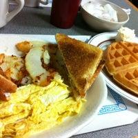 Photo prise au Georges family restaurant par Sue G. le10/12/2012