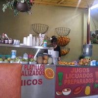 Photo taken at Los desayunos de Oskar by Roberto E. on 12/19/2015