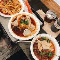 Photo prise au Xi'an Famous Foods par Angela C. le9/9/2018