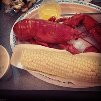 Photo taken at Arnold's Lobster & Clam Bar by Sébastien P. on 8/19/2013