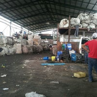 Photo taken at Reciclaje ecológico by Ixbalanque K. on 9/5/2013
