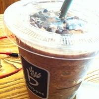 Photo taken at Caffé bene by Z. Oricon C. on 10/15/2012