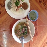 Photo taken at ร้านอาหารจันทร์ทอง by วิญญู s. on 1/12/2014