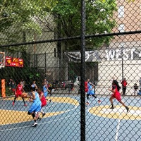 Photo taken at West 4th Street Courts (The Cage) by Tenshow S. on 8/12/2017