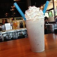 Снимок сделан в Hopdoddy Burger Bar пользователем Alison 4/28/2013