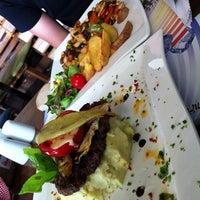 7/11/2013 tarihinde Ayşenurziyaretçi tarafından Hangover Cafe & Bar'de çekilen fotoğraf