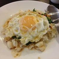 Photo taken at มนัส อาหารตาสั่ง by Qeng J. on 4/11/2013