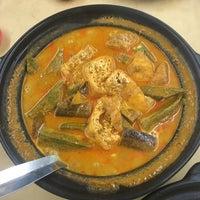Photo taken at Ah Lye Curry Fish Head 亚来咖喱鱼头 by Xna on 2/11/2017