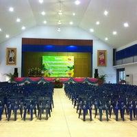Photo taken at อาคารเอนกประสงค์สนามกีฬาเทศบาลตำบลหนองแค by Charmmy P. on 12/17/2012