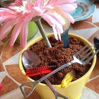 9/3/2016 tarihinde Hümaliva Çikolata & Kahveziyaretçi tarafından Hümaliva Çikolata & Kahve'de çekilen fotoğraf