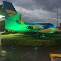 Photo taken at Gasolinera Del Avion by Ricardo A. R. on 5/12/2016