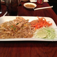 Photo taken at Rosded Thai Cuisine by Minidoux on 9/15/2013