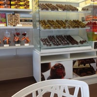 Photo taken at Chocolates Brasil Cacau by Karina Isis on 10/10/2012