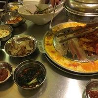 Foto tomada en Mapogalmaegi Korean BBQ por *AuII●YuII* N. el 11/16/2017