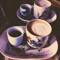 Foto scattata a Double Trouble Caffeine & Cocktails da Jasmine M. il 3/31/2013