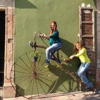 Foto tomada en María y su Bici Choza Asadores por Jazmin R. el 2/16/2013