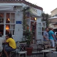 7/23/2013 tarihinde Vildan Y.ziyaretçi tarafından Köşe Kahve'de çekilen fotoğraf