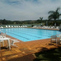 Photo taken at Piscina do Hotel Península by Saulo R. on 9/15/2013