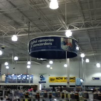 Photo taken at Best Buy by Jaqueline S. on 4/21/2013