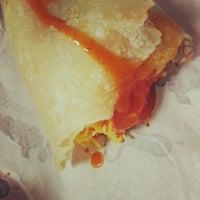 Foto tomada en Roberto's Taco Shop por Frank B. el 6/16/2013