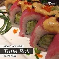 Foto tomada en Sushi Roll por Grubas S. el 9/27/2013