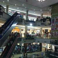 Foto tirada no(a) Praiamar Shopping Center por Rosa em 1/9/2013